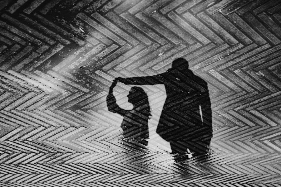 fotografia de casamento Pousada amares noivos a dancar reflexo chuva