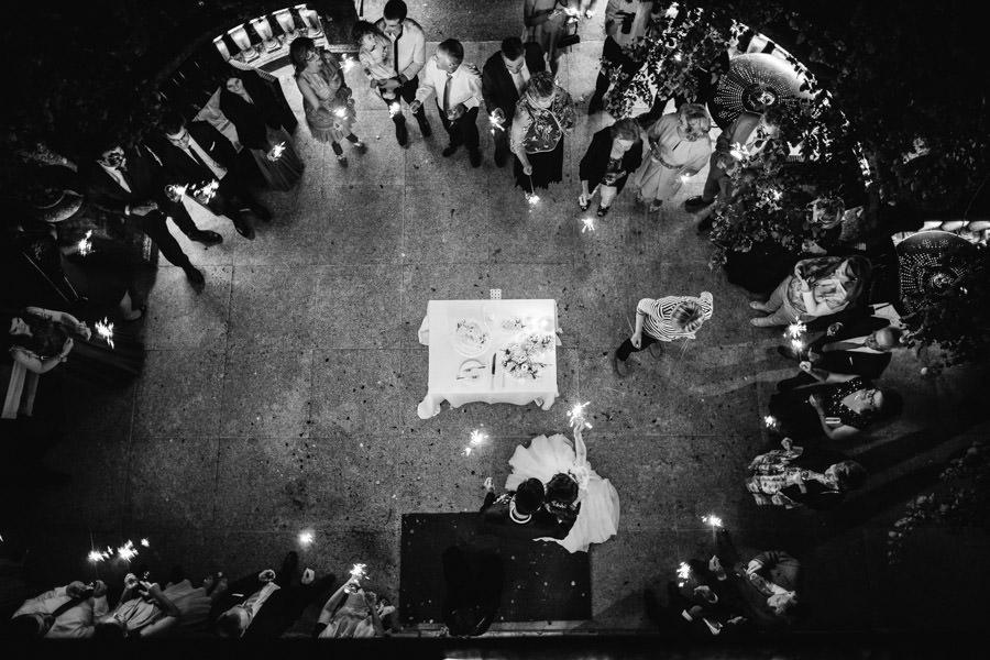 fotografia de casamento abertura de bolo vista de cima