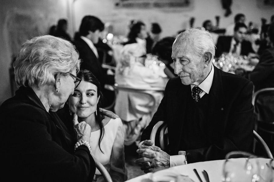 fotografia de casamento Pousada Santa Maria do Bouro noiva e avos