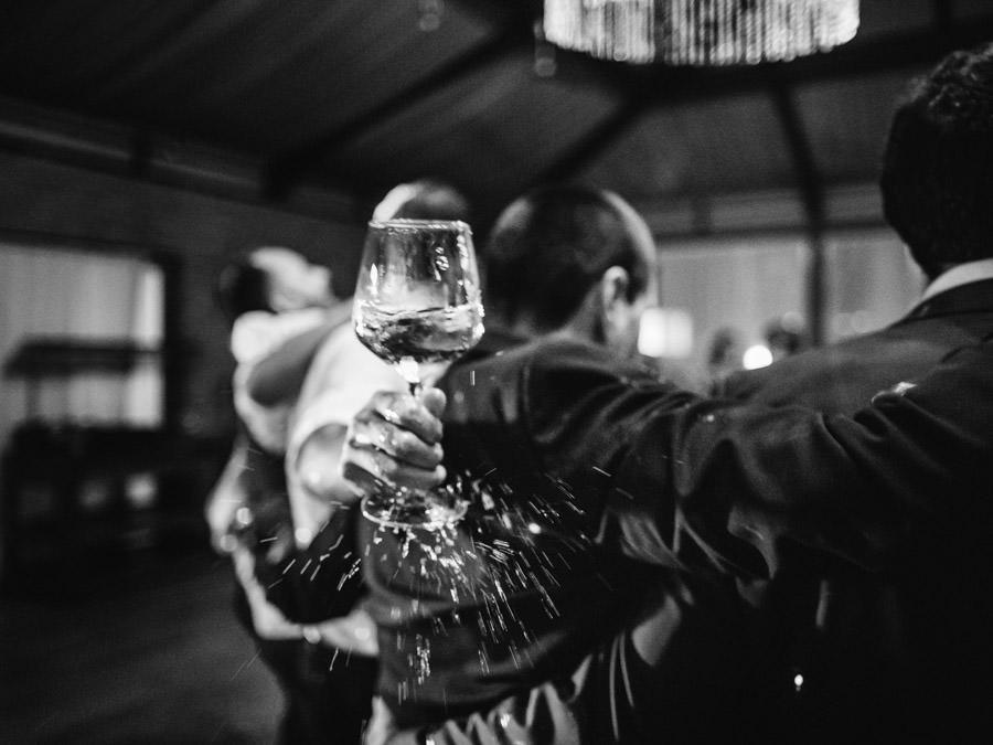 fotografia de casamento festa copo derramado