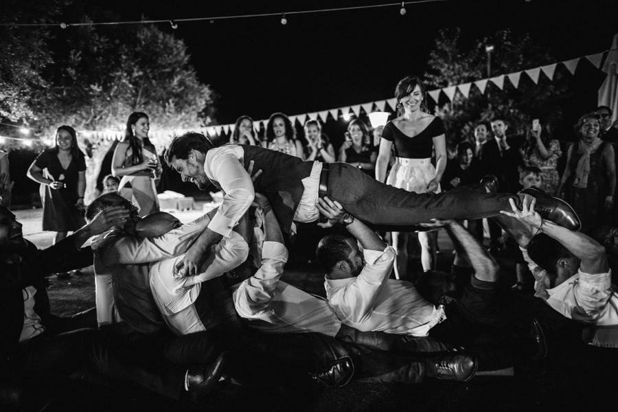 fotografia de casamento jogo noivo nos bracos brasil