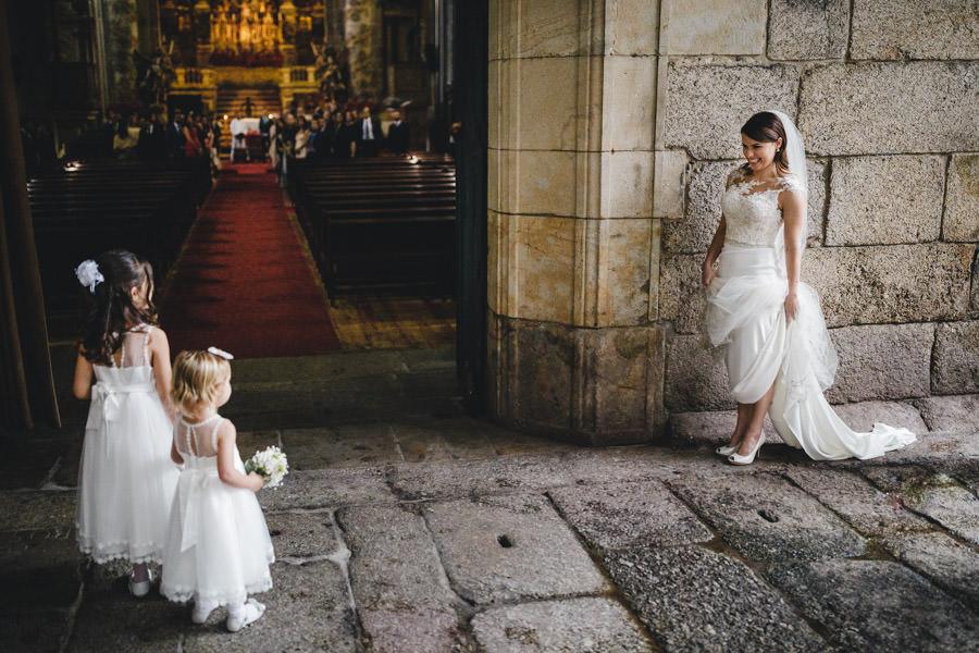 30-rising-star-Rangefinder-noiva-chegada-igreja-trindade-meninas-aliancas