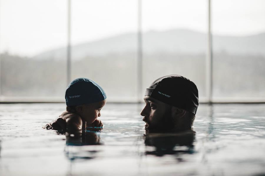 Fim de semana no SPA Douro fotografia documental familia pai e filho olhar nadar agua