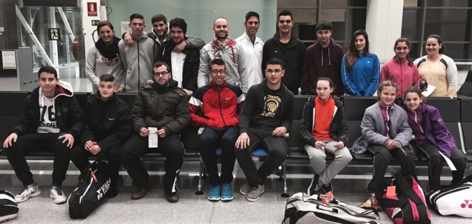 Foto_grupo_Menorca_Badminton_aeropuerto_21-02-2014