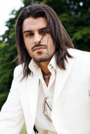 men long layered hairstyle in dark