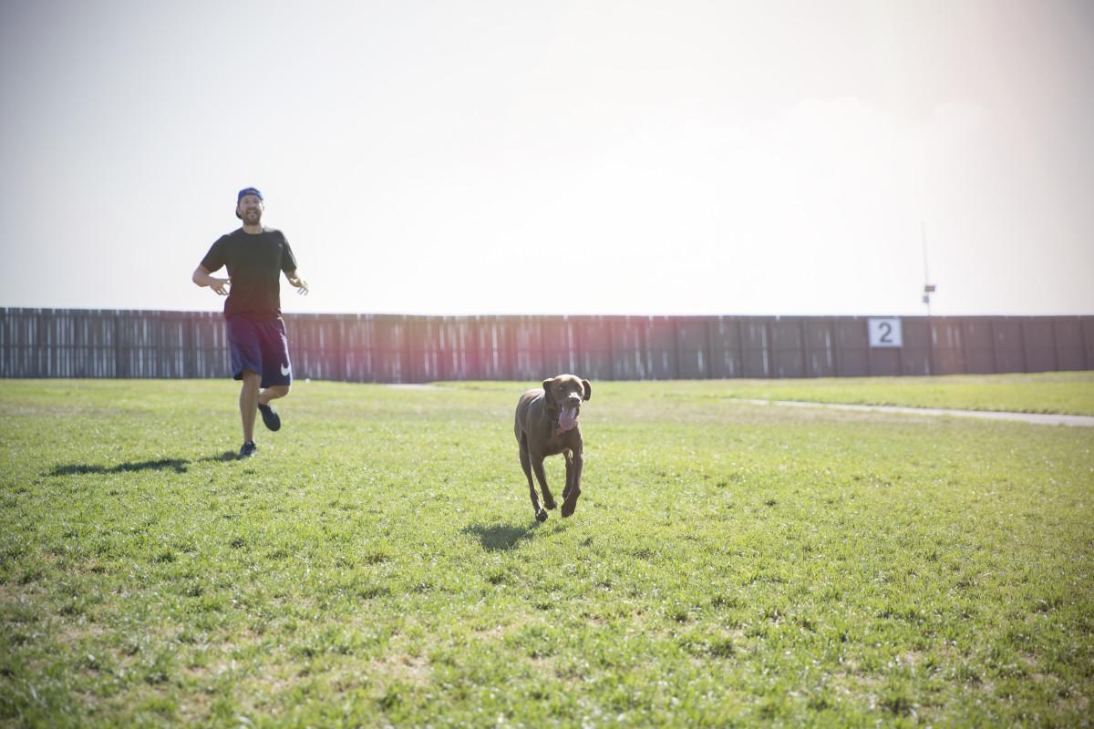 brett eldredge and dog edgar