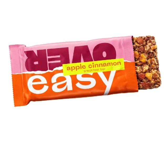 Een appel-kaneelreep van het merk Over Easy.