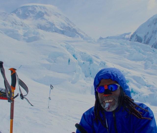 Zwarte klimmer trekking Everest