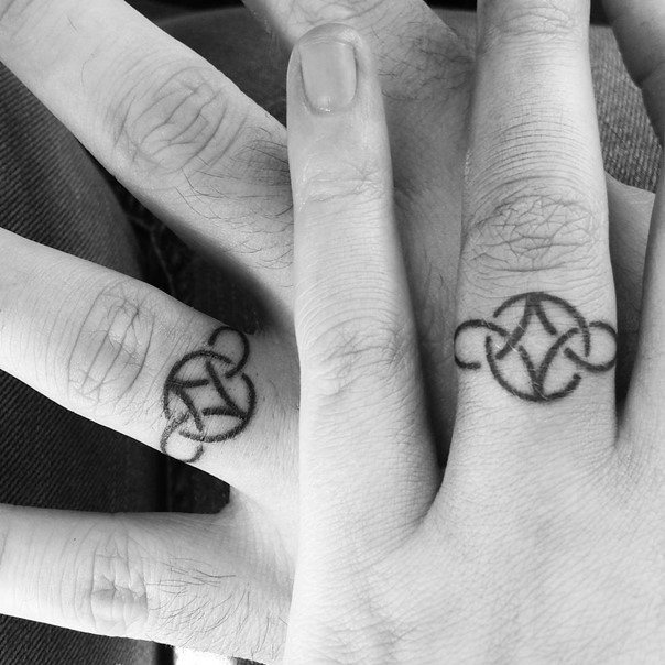 20 Joined Ring Tattoos Ideas And Designs