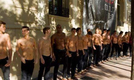 Abercrombie & Fitch – Staff To Perform Press-ups & Squats