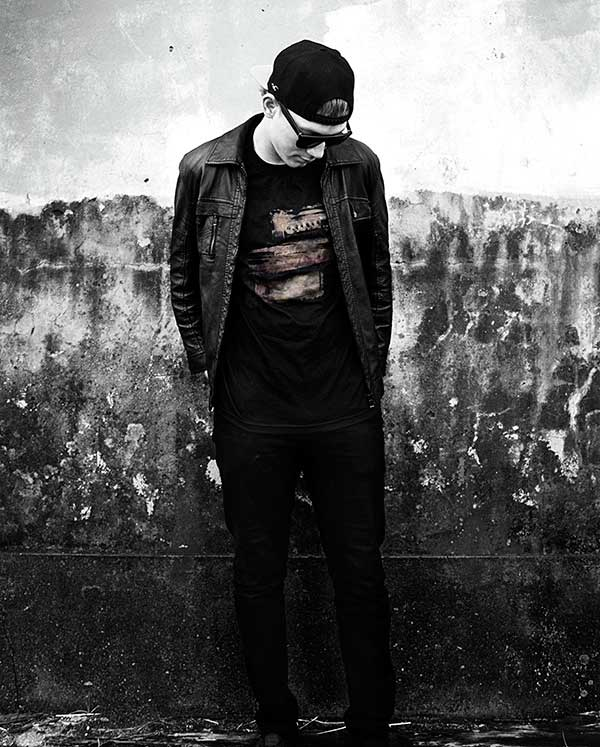 The-iconic-Stones-T-shirt,-worn-by-Llus-Jeanpierre-Metivier