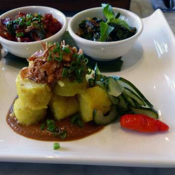 Rice cake with sauces