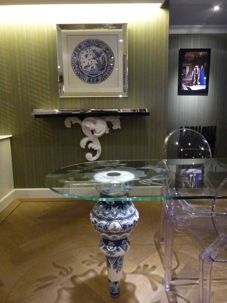 Carlton-Ambassador-Restaurant-The-Hague-MenStyleFashion--Delftware-desk