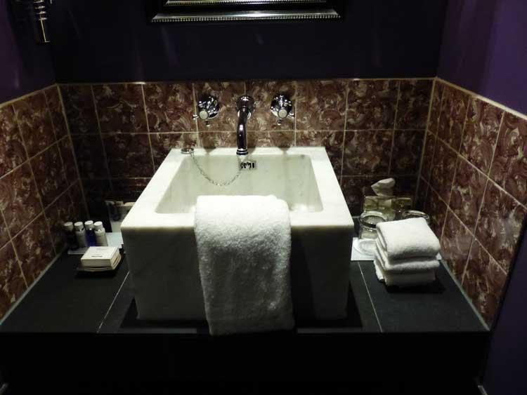 Hotel-Des-Indes-The-Hague-MenStyleFashion---marble-bathroom