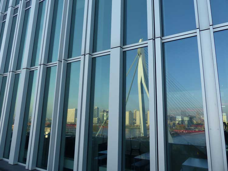 nhow-rotterdam-erasmus-bridge-menstylefashion.-reflection