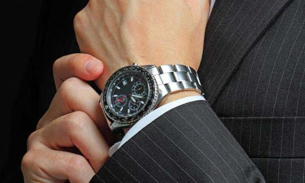 Ditch The Digital Trend – Invest In Traditional Watches