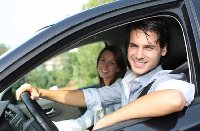 couple-in-a-lease-car