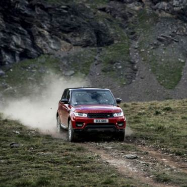 range-rover-sport-downhill-alpine-ski-challenge-2
