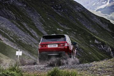 range-rover-sport-downhill-alpine-ski-challenge-8