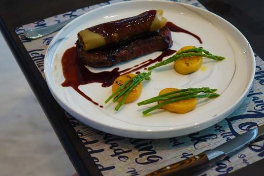 Grilled beef sirloin, braised beef cannelloni, red wine jus