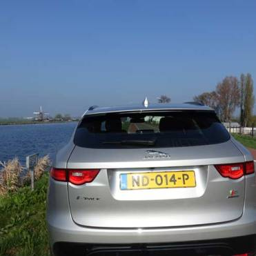 F-pace-model-S-Holland-13