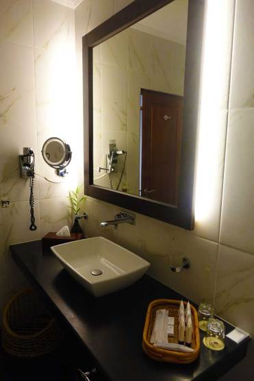 Earl's Regency Hotel - Kandy Jungle Luxury room MenStyleFashion 2017 Sri Lanka (1)