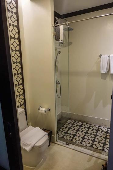 Na Nirand romanatic boutique hotel chiang mai room review (6)