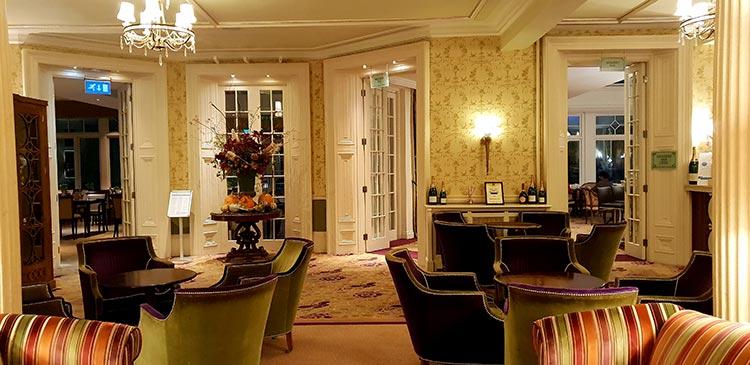 Phyllis Ct Dr, Henley-on-Thames lounge bar