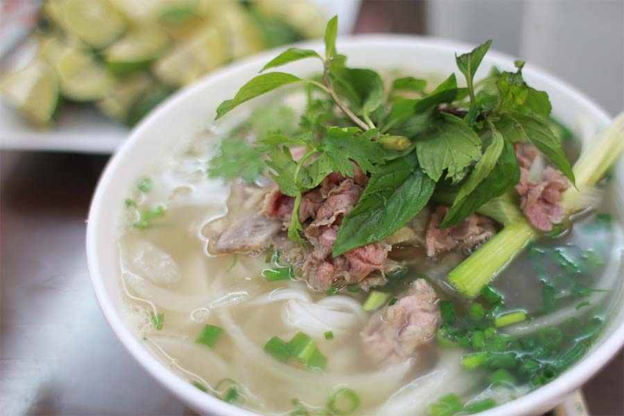 vietnamese rice noodles local food