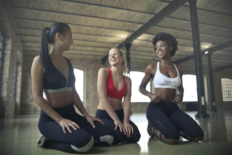 Women gym buddies