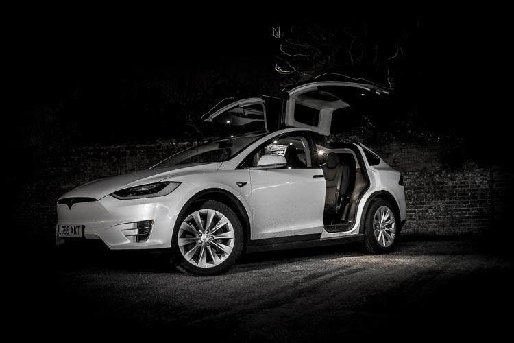 Tesla-X-MenStyleFashion-Lifestyle-Electric-Car-12
