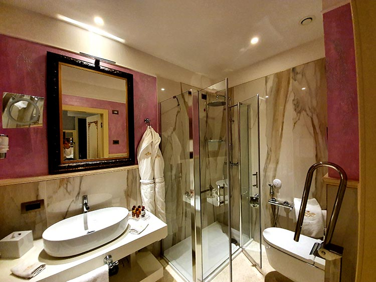 Bathroom Ego' Boutique Hotel Venice Grand Canal italy venice menStyleFashion (8)