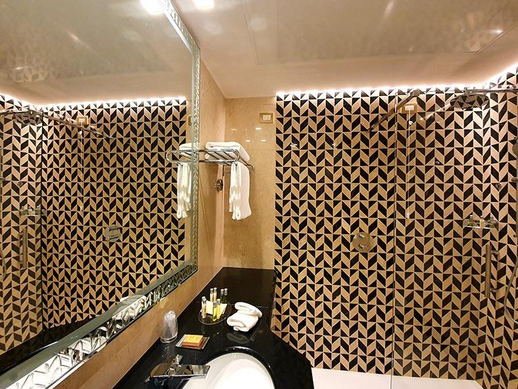 Hilton Molino Stucky Venice - Flour Factory Preserving Italian History Bathroom