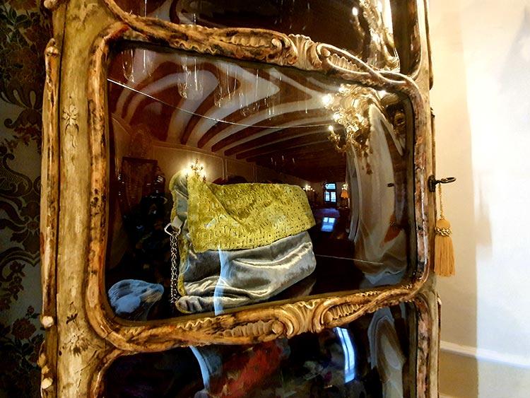 Relais Alberti Malamocco venice italy hotel antqiue furniture (2)