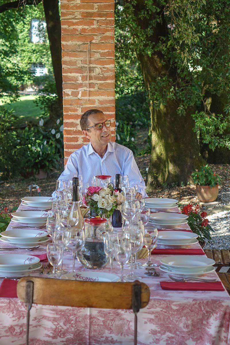 Fattoria Mansi Bernardo outdoor eating (8)