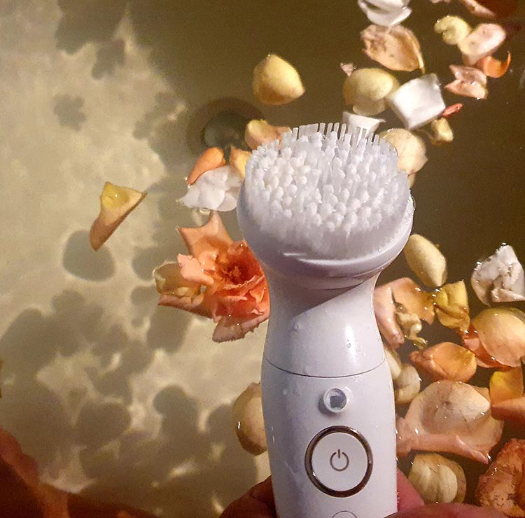 FaceSpa with Exfoliation Brushes and Make-up Sponge