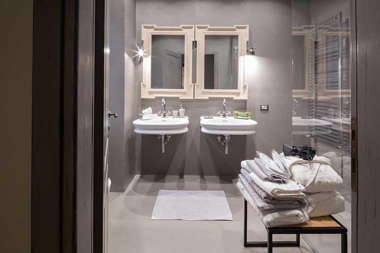 bathroom-superior-Il-Duomo-luxury-suite-Pietrasanta