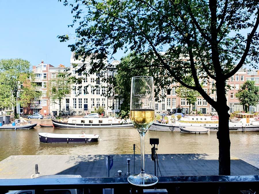 Champagne kingsize Royal Suite Luxury Suites Amsterdam