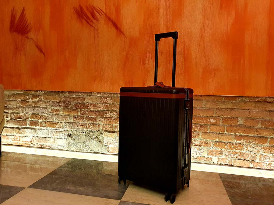 The Check-in Large grey polycarbonate suitcase Carl Friedrick Travel (4)