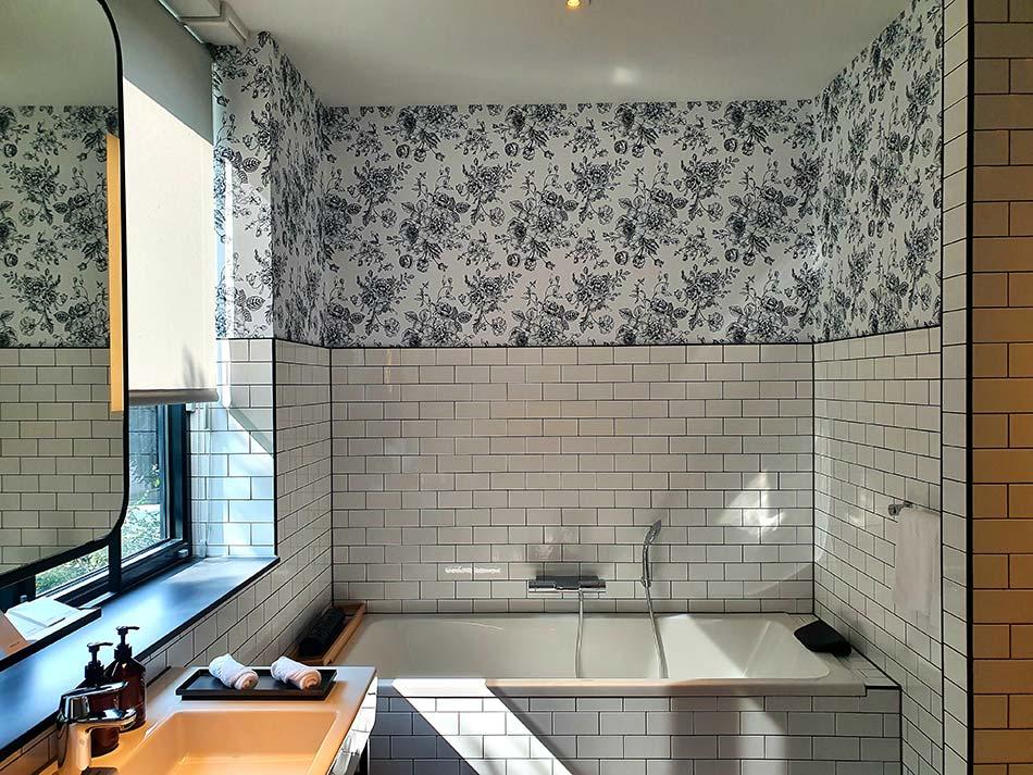 Movenpick The Haag Sleep room bathroom