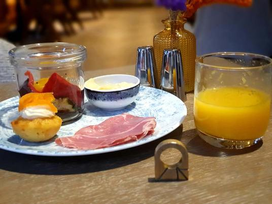 Movenpick The Haag Breakfast (1)