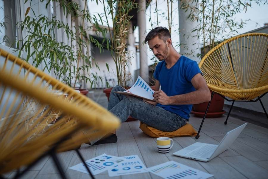 A Practical Guide to Working While Travelling