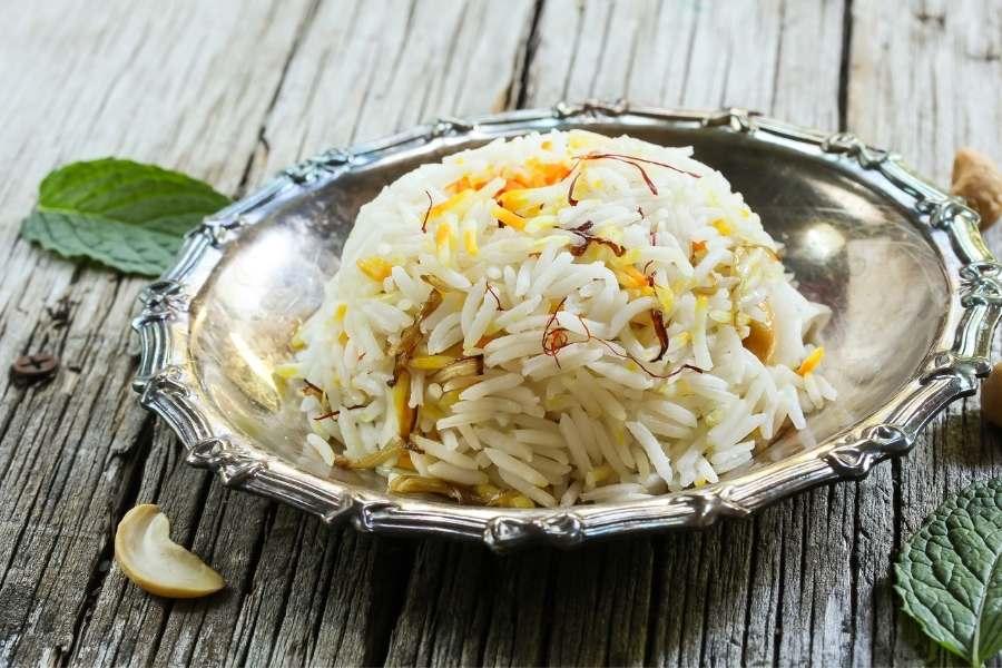 Arroz persa com açafrão cozido no vapor