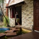 """Ein bisschen """"Prinzessin-auf-der-Erbse-Feeling"""". Interessante Erfahrung auf jeden Fall, diese Unterkunft. Netter Besitzer, riesiges Haus - aber leider auch ganz schön dreckig. Dafür haben wir nette Inder getroffen und Riez kennengelernt, mit dem wir uns in Kuala Lumpur verabredet haben."""