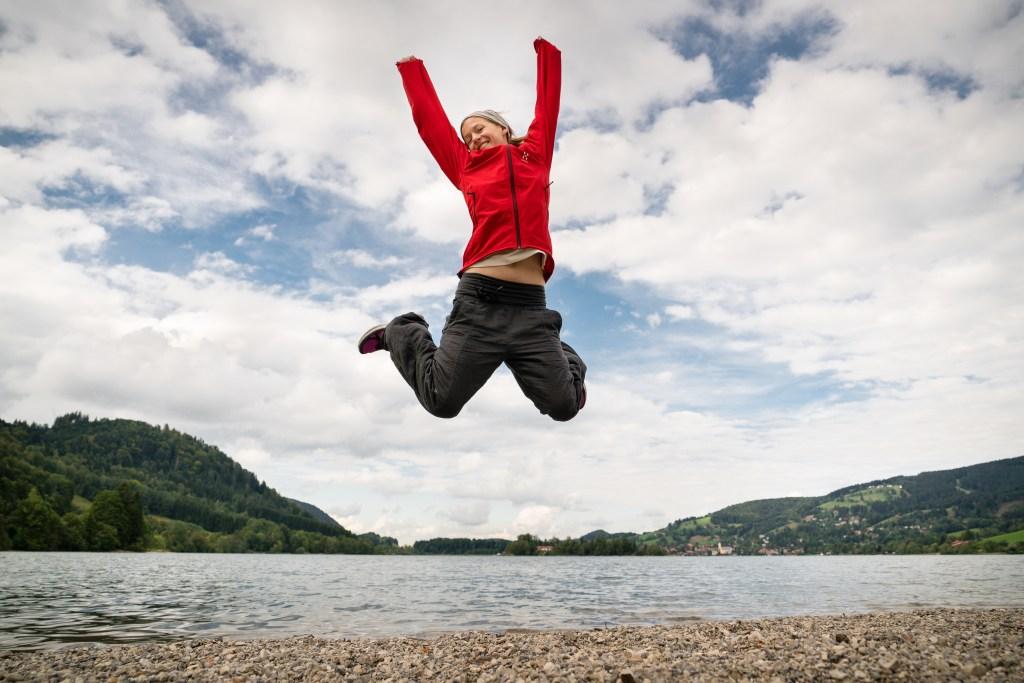 Achtsamer Freudensprung | Ja, man kann auch achtsam springen.