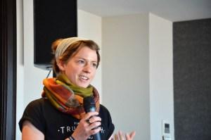 Vortrag in Brüssel | Auch dieses Foto ist noch von vor dem Relapse. Zeigt mich bei meiner Mission, meiner Leidenschaft. Umgeben von Menschen, die gleich ticken. Ähnliche Ziele haben.