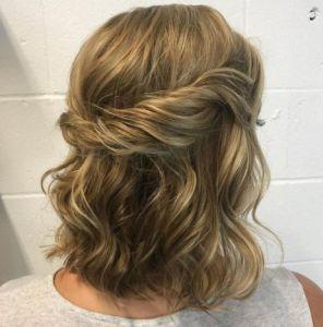 13-wavy-half-up-half-down-hairstyle Peinado semi-recogido para cabello corto