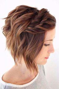 Peinado semi-recogido para cabello corto