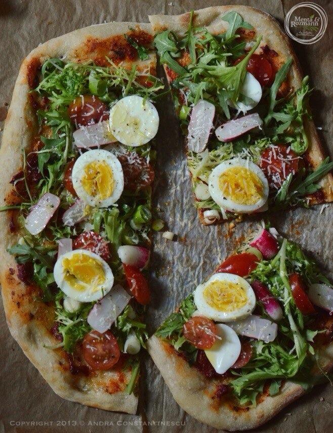 blat-de-pizza-cu ou-si ridichi