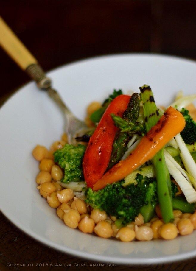 salata-cu-naut-si-legume-de-primavara